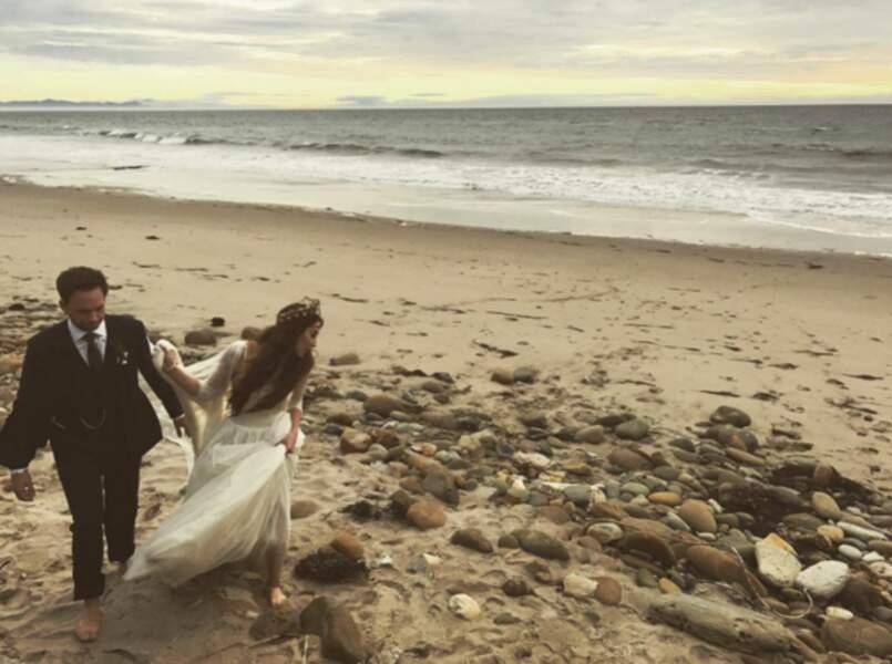 Mariage de Troian Bellisario : l'actrice et son chéri sur la plage