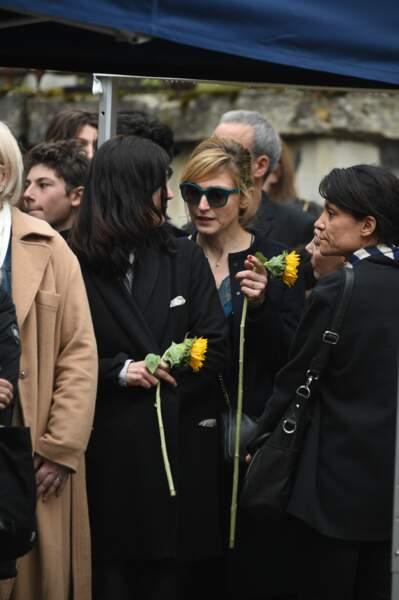 Julie Gayet aux obsèques de Jacques Higelin, au cimetière du Père-Lachaise, le 12 avril 2018