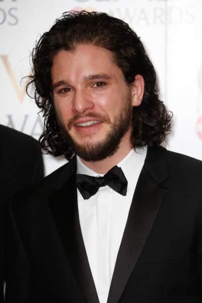 Kit Harington alias Jon Snow dans Game of Thrones avec barbe : vous habitez chez vos parents?