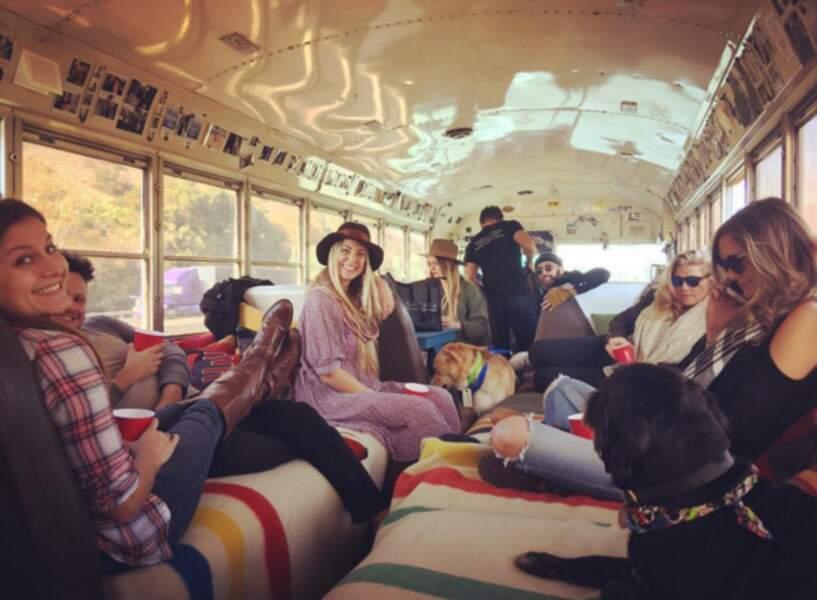 Mariage de Troian Bellisario : les invités OKLM dans le bus de la noce