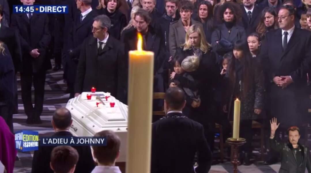 Hommage à Johnny Hallyday : Laeticia réconforte sa fille Joy