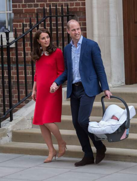 Kate Middleton et le prince William pour la présentation officielle de leur 3ème royal baby le 23 avril 2018
