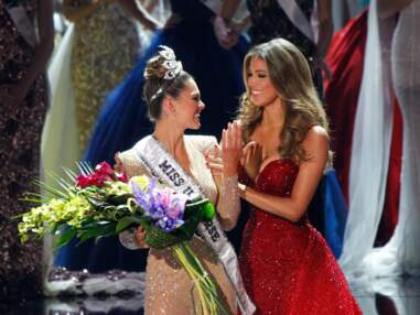 PHOTOS Iris Mittenaere : ses tenues sexy pour le couronnement de la nouvelle Miss Univers