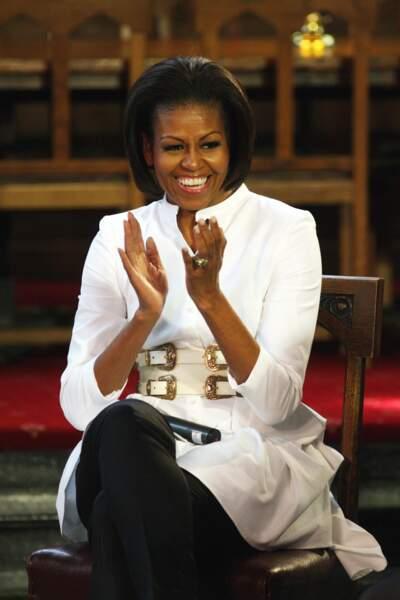 Michelle Obama s'applaudit pour cette double ceinture et elle a bien raison