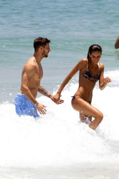 C'est l'amour à la plage pour Kevin Trapp et Izabel Goulart