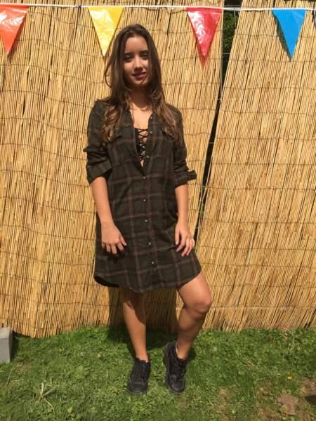 Marvellous Island Festival 2016: Leticia portait une brassière lacée sous sa robe chemise