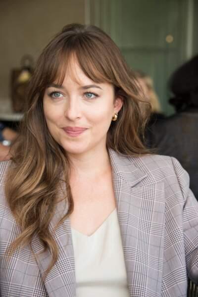 Cheveux : 10 façons de porter la frange - Dakota Johnson