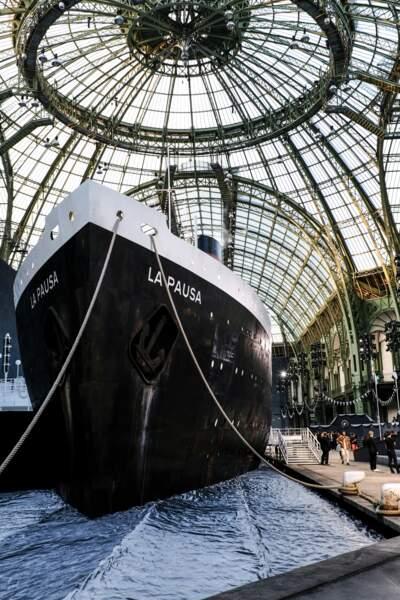 Le décor du défilé Chanel croisière 2018, le 3 mai au Grand Palais