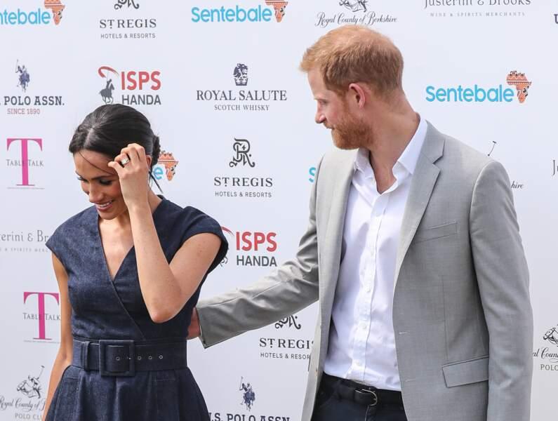 Le prince Harry et Meghan Markle s'embrassent : Harry va devoir se changer, sa place est sur le terrain