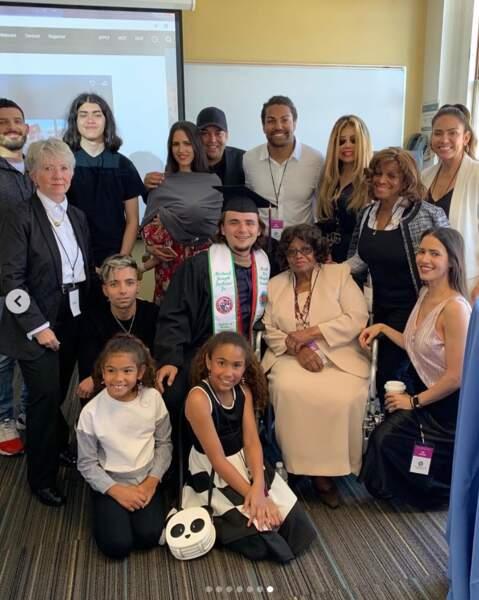 Prince Jackson entouré de sa famille, à gauche Blanket est très grand !