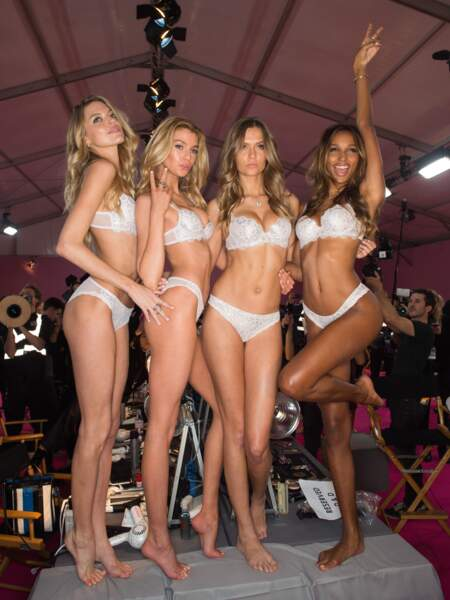 Défilé Victoria's Secret 2016 : Martha Hunt, Devon Windsor, Josephine Skriver et Jasmine Tookes en lingerie