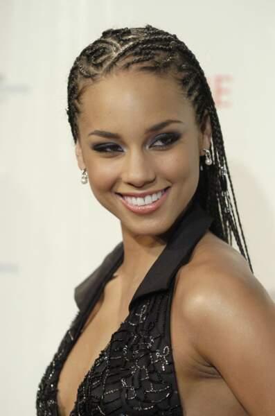 Alicia Keys et ses cheveux tressés auxquels elle ajoute des perles
