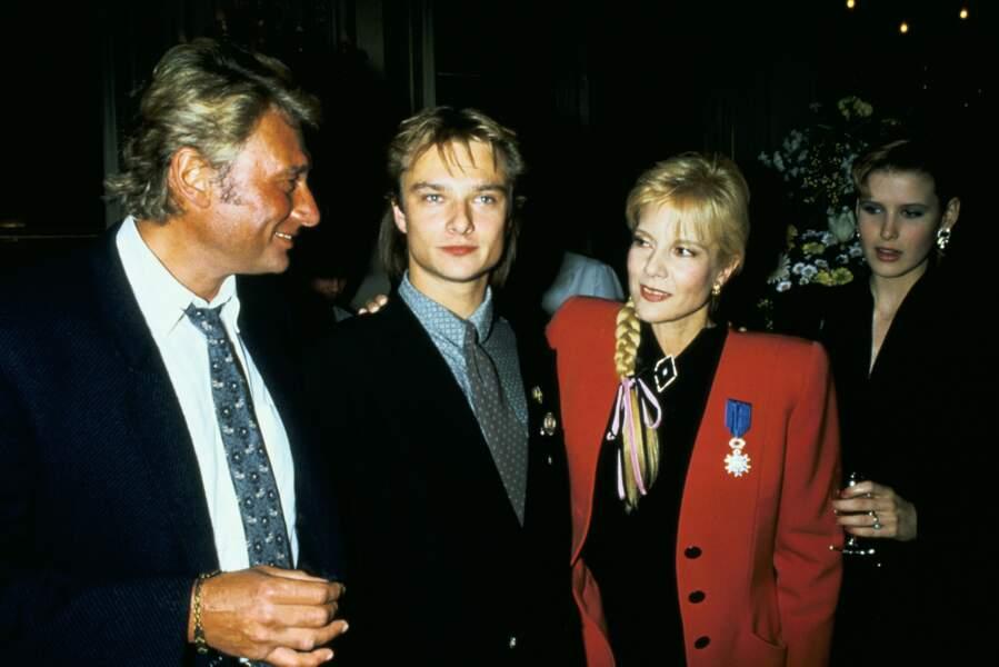 1987 : Johnny Hallyday et Sylvie Vartan, divorcés depuis 7 ans, entourent leur fils David