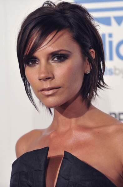 Visage triangulaire : optez pour une frange longue et effilée comme Victoria Beckham
