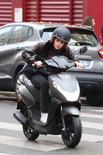 L'actrice était sur un scooter