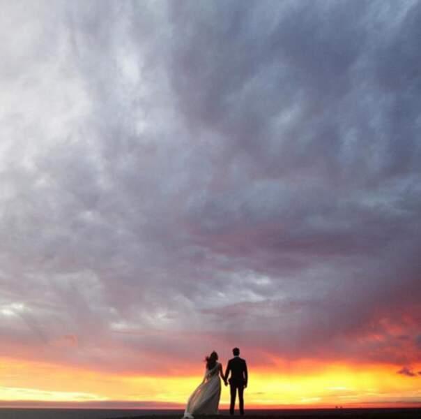 Mariage de Troian Bellisario : le superbe cliché des jeunes mariés devant un coucher de soleil