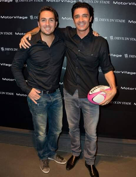 Il a posé avec le rugbyman Romain Thievin