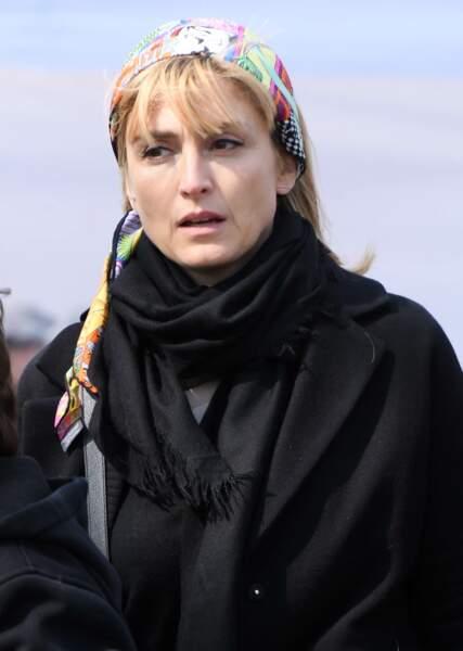 Julie Gayet aux obsèques d'Agnès Varda au cimetière du Montparnasse
