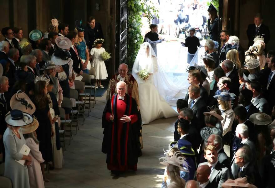 Meghan Markle arrive dans la chapelle Saint-George