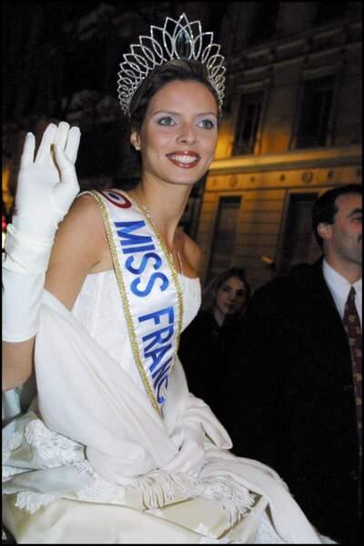 Sylvie Tellier en 2001, couronne, écharpe et gants blancs, 15 ans plus tard rien n'a changé !