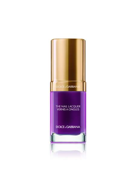 Vernis à ongles The Nail Lacquer Amethyst 330, 25 €, Dolce & Gabbana Beauté.