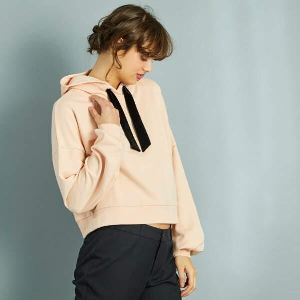 15 pièces modes à shopper chez Kiabi : Sweat à capuche court liens en velours, 8,50 euros au lieu de 17 euros