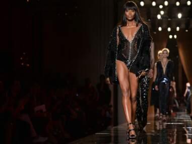 DIAPO Naomi Campbell : un défilé ultra sexy pour Versace devant un parterre de stars