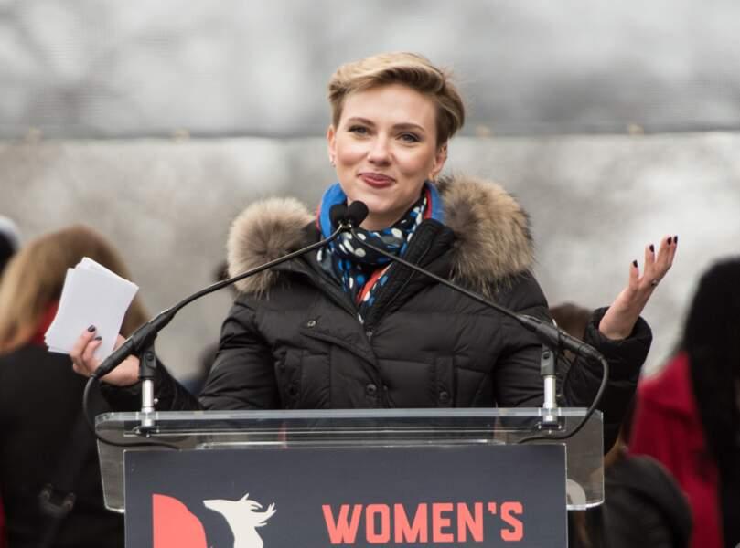 Janvier 2017 : Scarlett Johansson se rend seule à la marche des femmes... et ne porte plus son alliance