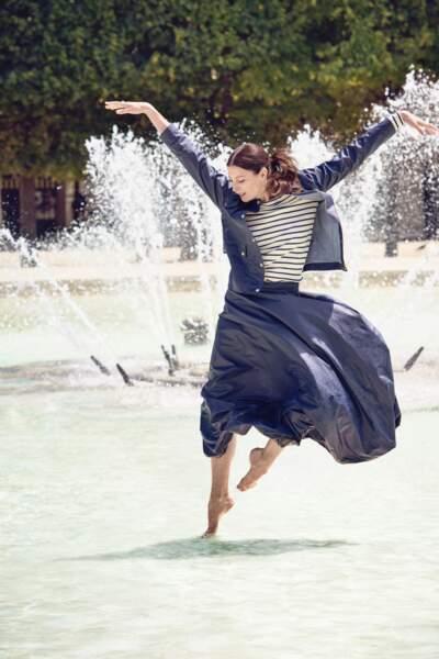 Collab Marie-Agnès Gillot x Petit Bateau, veste cirée 125€, jupe cirée 95€, marinière en coton 79€