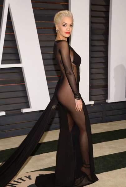 Rita Ora, de profil, à la 87e cérémonie des Oscars en 2015