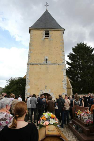 Dorothée et Ariane craquent aux obsèques de Corbier