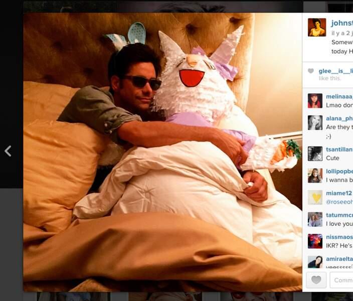 John Stamos lui aussi aime les gros lapins blancs