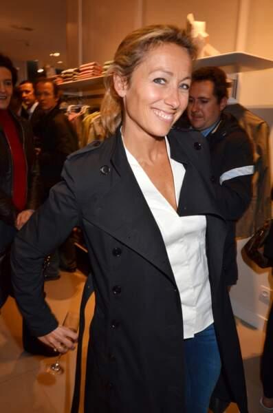 Retour sur l'évolution look d'Anne-Sophie Lapix : en 2011 c'est trench, jean et coupette (mal cachée)