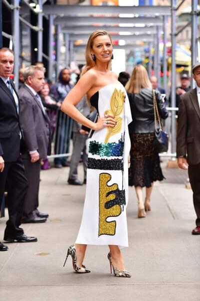 Blake Lively très chic dans une robe arty