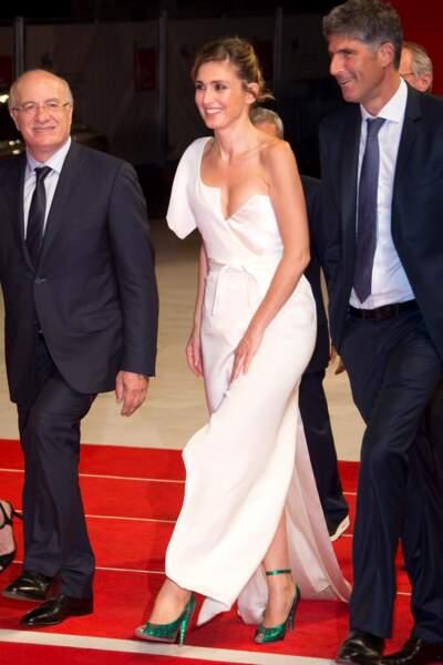 Présentation de L'insulte à la Mostra de Venise : La robe de Julie Gayet est parfaitement en place