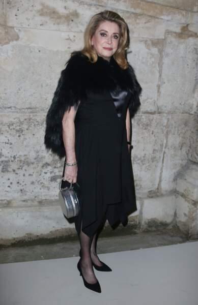 Catherine Deneuve au défilé Louis Vuitton lors de la fashion week de Paris, le 6 mars