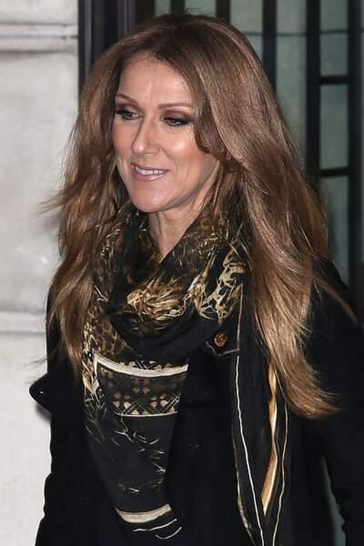 Céline Dion a 50 ans : ces 15 fois où elle était à la pointe de la mode (le foulard)