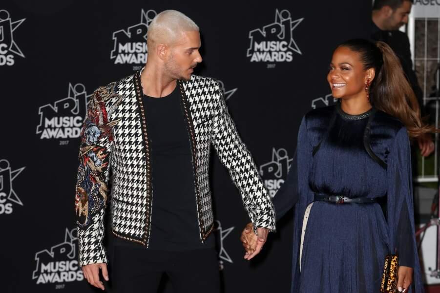 Le chanteur et sa compagne ont officialisé leur relation devant les photographes