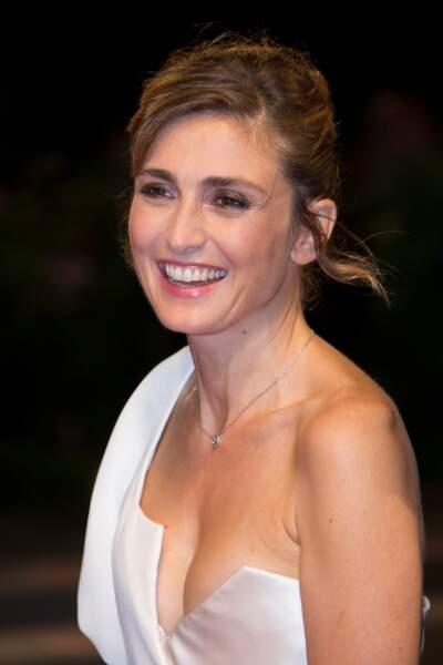 Présentation de L'insulte à la Mostra de Venise : Julie Gayet très joliment décolletée