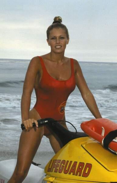 Nicole Eggert à l'époque où elle jouait le rôle de Summer Quinn dans Alerte à Malibu