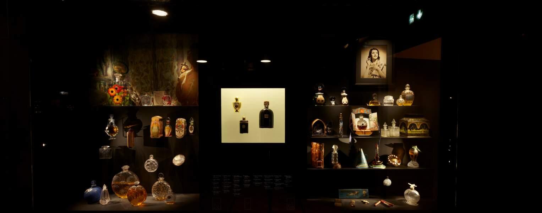 Vitrine du nouveau Musée du parfum, Paris