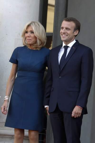 Brigitte et Emmanuel Macron peuvent être contents : leur piscine a été installée