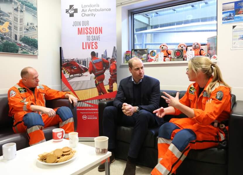 Le prince William a rencontré des ambulanciers et infirmiers