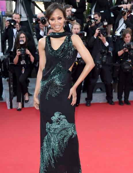 Zoe Saldana n'a pas l'air très à l'aise dans sa longue robe noire