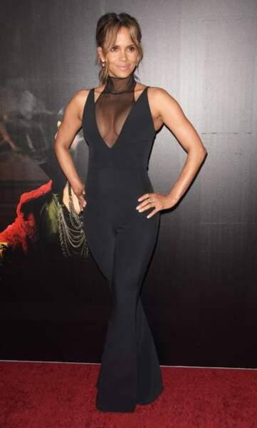 Halle Berry très sexy, elle ose le maxi décolleté