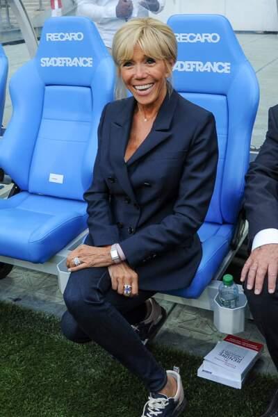 La Première dame n'est pas restée très longtemps sur le banc de touche du Stade de France