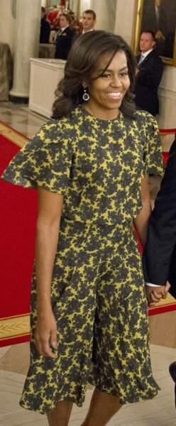 Michelle Obama en petite robe d'été imprimée et manches courtes