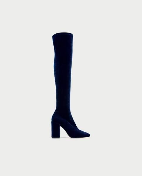 Les plus beaux modèles de cuissardes à moins de 100 euros : Zara, cuissardes en velours bleu, 59,95 euros