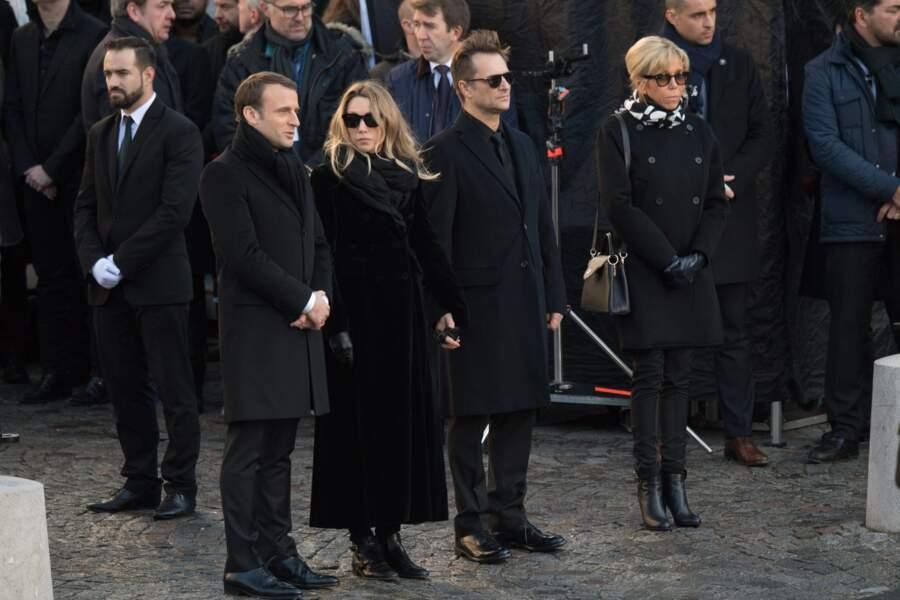 Hommage à Johnny Hallyday : Emmanuel et Brigitte Macron entourent Laura Smet et David Hallyday