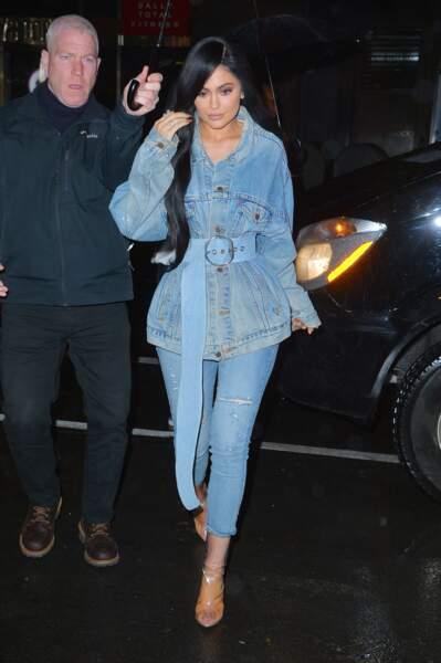 Kylie Jenner a 21 ans : 5 looks qui montrent qu'elle est fan du denim !